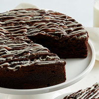 Zoomed in Image of Cookies and Cream Brownie Cake