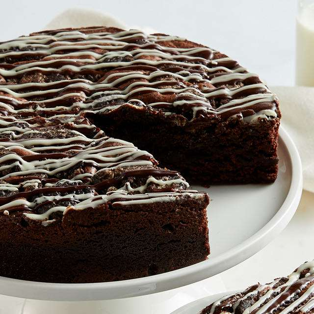 Cookies and Cream Brownie Cake