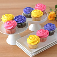 Wide View Image 9pc Bouquet of Roses Cupcakes